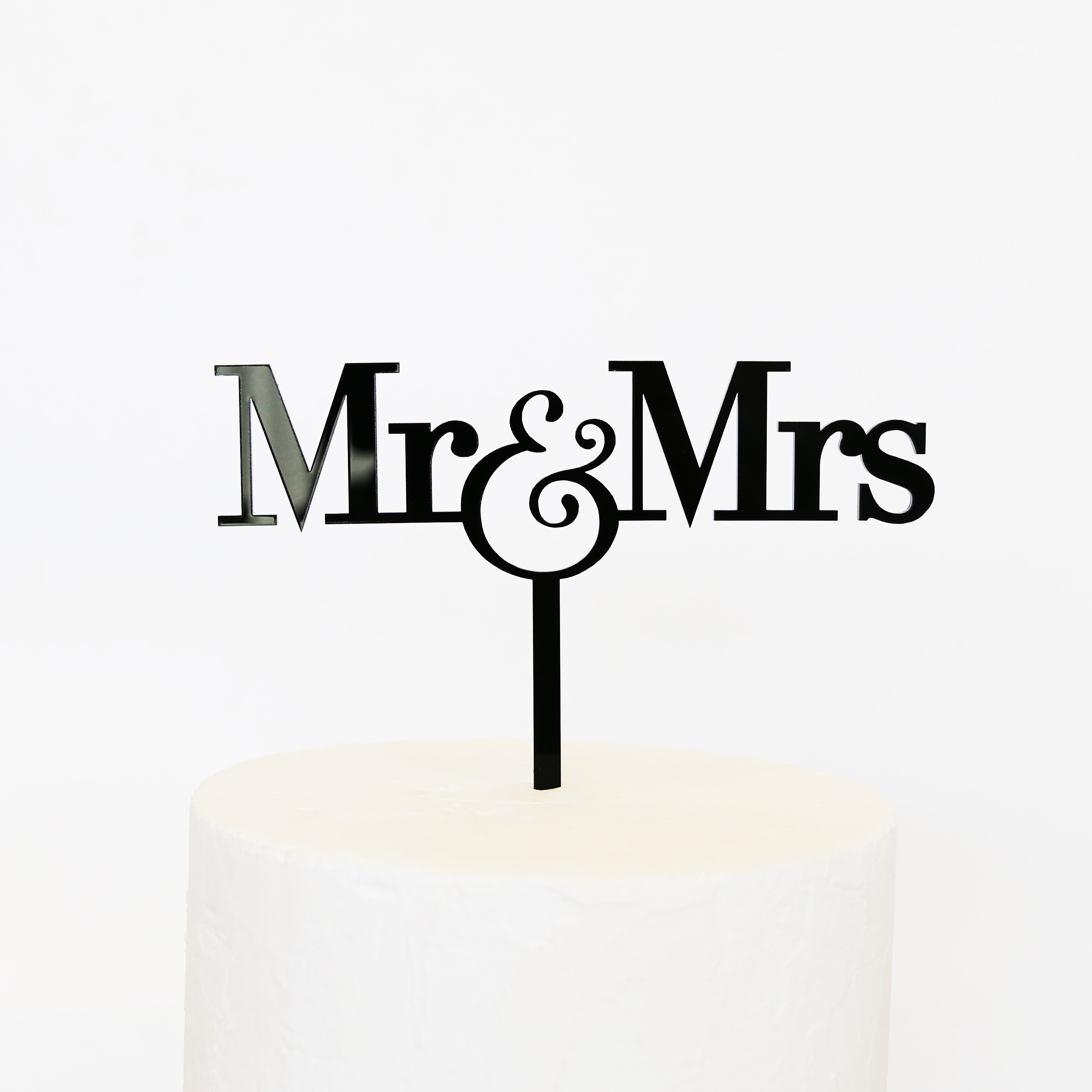 Mr And Mrs Sign For Wedding Cake