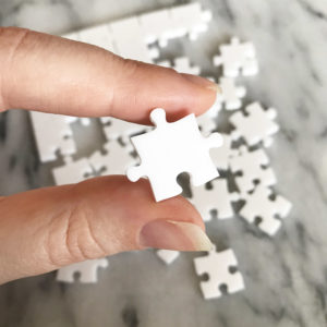 750 Piece White Jigsaw Puzzle - EASY